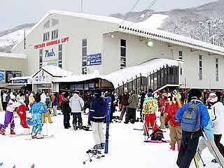 直行バス(往復夜行)&岩岳リフト2日券付 4日間行程